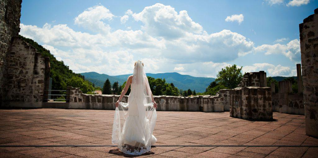 d2ba36d51b Esküvő Visegrádon - Visegrádi esküvő